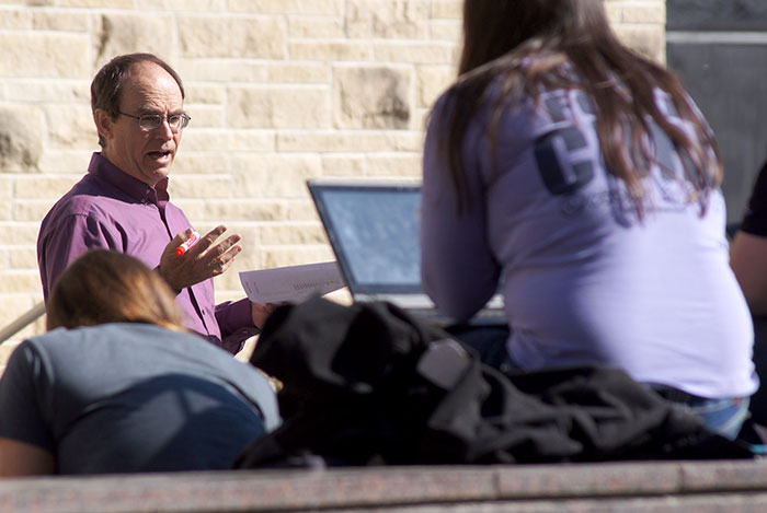 Dr. Steve Stockham teaches in the outdoor classroom (Centennial Plaza)