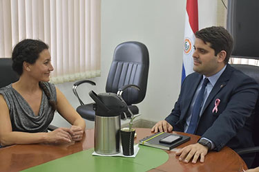 Dr. Giselle Cino meets with the current president of SENASCA, José Carlos Martin Camperchioli, DVM, MSc.