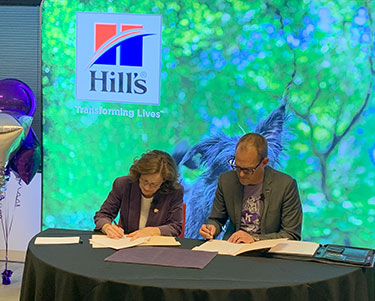 Dr. Bonnie Rush and Dr. Jesper Nordengaard sign the agreement